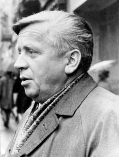 Branko Ćopić snimljen negde u Beogradu 1970. godine u koji je stigao 1936.godine na studije književnosti